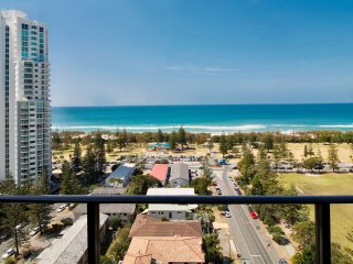 ULTRA Broadbeach ☆ Free WiFi + Parking ☆ 300o Ocean views ☆ Amazing Location