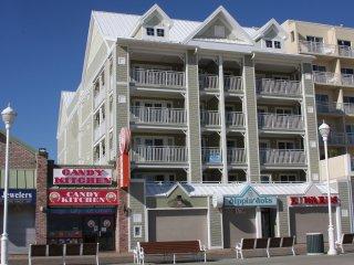 Boardwalk Oceanfront Huge Condo 301 - Linens/Towels/Supplies Incl - Open all yr