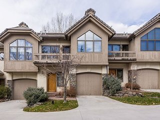 Updated 4BR Ironwood Condo at Steamboat Base Area