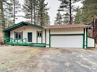 4BR w/ Deck, Game Room & All-New Furnishings - 6 Minutes to Boulder Lodge
