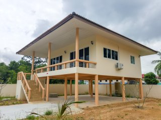New 1 Bedroom House 100m to Beach
