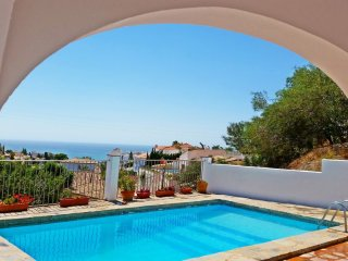 5 bed det. villa, Private Pool & Sundeck, Fantastic sea views. WIFI FUENGIROLA