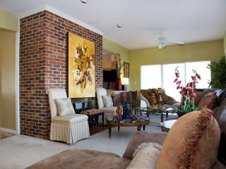 NATIONAL HARBOR/ BEAUTIFUL VILLA W/ PRIVATE POOL / MAY JUNE 40% OFF (3 NIGHT MIN