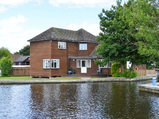 Bure Croft - Beautiful riverside cottage on the Bure in Wroxham
