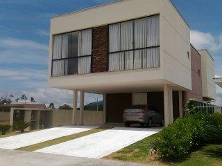 Casa em Condomínio Clube com Piscina e SPA Privativos