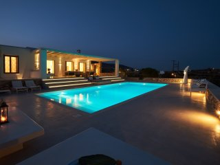 Amazing Villa Singspiel with 4 en-suite bedrooms,a swimming pool and sea views!