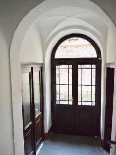 Beautifully well maintained building ex-monastery, fully renovated. No lift, help with bags!