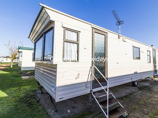 8 Berth caravan in Breydon Water Holiday Park near Great Yarmouth Ref 10007 AD