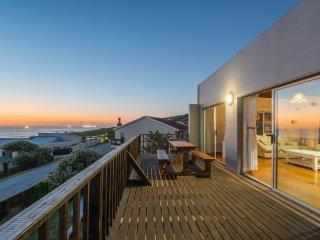 Elizabeth House - home overlooking ocean with pool