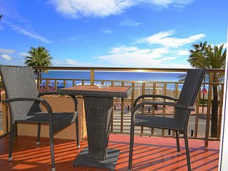 2 Bedroom sea front Apartment in the Heart of Fuengirola Town Centre - REF:214