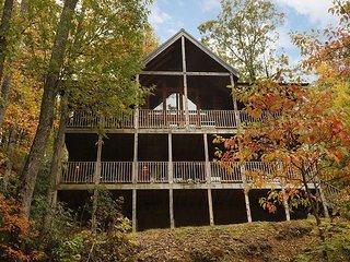 Gatlinburg Cabin 2 miles to Downtown, National Park, Restaurants, & Shopping