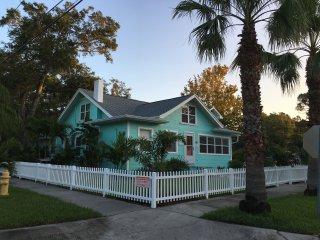 Strickland's Calypso Beach House - Gulfport (St. Petersburg) FLORIDA