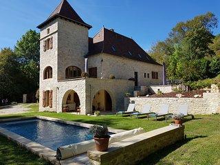 Authentique moulin quercynois du XIV ème siècle entièrement renové avec piscine
