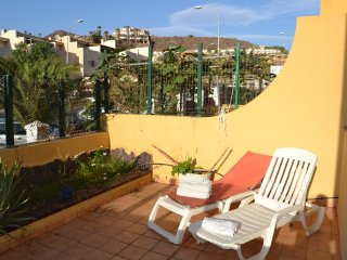 Super Terrace, Big 1 Bedroom, POOL, WIFI, relax and 100% sunny