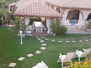 splendida villa Pintra a 50 m dalla spiaggia di genn' e mari