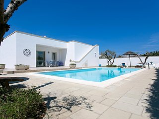 Beautiful Seaside Mancaversa Villa