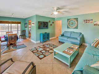 Available Jan & Feb 2018!! 3BR/2BA SFH in Naples Park. Walk to the Beach!!