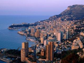 Sulla spiaggia a 4 minuti dal centro di Monte Carlo, sulla spiaggia di Cabbe