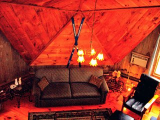 Amazing Geodesic Dome House-HotTub-Pool-Fireplace-Wifi--Near Sunday River