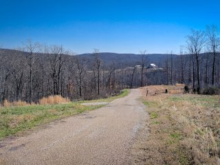 Hell Creek Lodge and Cave in Mtn View ~ Sleeps 25