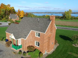 Cayuga Cottage by Seneca Lake