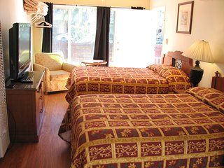 Holiday Home 2 Queen With kitchenette