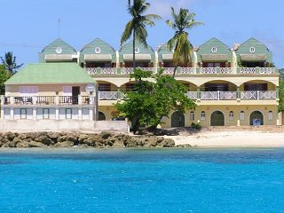 Luxury Beachfront Penthouse, 3 Bedroom, 3 Bathroom, Terrace, outstanding value!