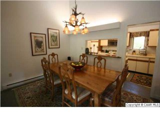 Sleeps 21! 5 bed 4.5 bath home 2 min from slopes/spa in Wintergreen Resort pet k