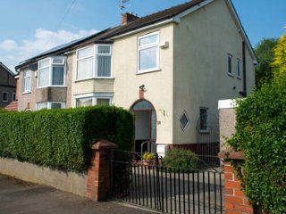 Central Location I-Quiet Residential Area- Entire House-Nr UCLAN and Town Centre