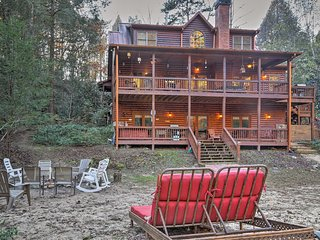 NEW-5BR Cartecay River House w/Hot Tub & Game Room