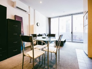 2 Bedroom CBD apartment near Rundle St w car park