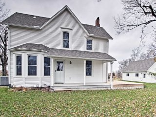 NEW! Historic 2BR Lecompton Farmhouse w/ 13 Acres!