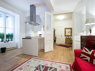 Central 1 Bed Apartment 'SCHOTTENRING'