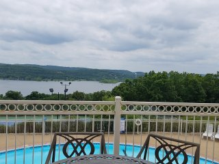Lake Front*Walk-In*3 Kings*Boat Slip*Pools*BBQ