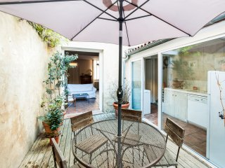 W196 - Wonderful house in Bordeaux with patio and spa