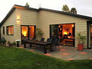 Superior Waterfront House close to Auckland Airports and Auckland City