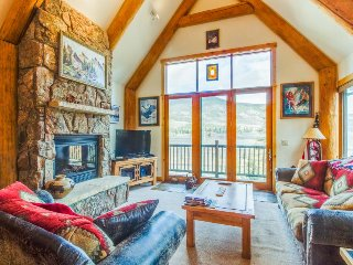 Well-appointed mountain townhome w/ jetted tub, private hot tub, & shared pool