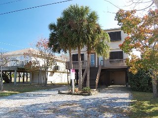 3PalmsE: Beautiful 2Bedroom, Pet Friendly House located near beach/shopping