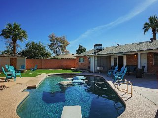 4BR w/ Private Pool, Lush Backyard & Fire Pit - 5 Minutes to Old Town