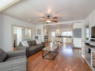 4BR Ocean Breeze Home Steps from the Beach – Boogie Boards & Bikes