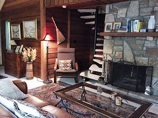 Cozy And Charming 2BR/2.5BA Your Perfect Place On The Mountain