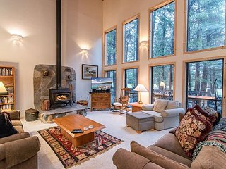 Sprawling 4BR/3.5BA at Tahoe Donner ? Near Golf, Skiing, Beach