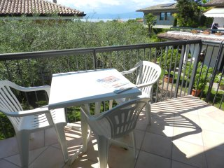 RESIDENCE ALLEGRA FIRST FLOOR, LAZISE, LAKE GARDA