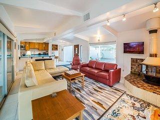 Mid-Century Modern 3BR Home & Casita – w/Pool & Mountain Views