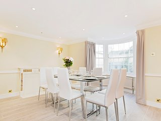 101. SPACIOUS 4BR HOUSE IN THE HEART OF KNIGHTSBRIDGE - MINUTES FROM HYDE PARK!