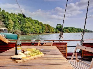 Volharding - Dutch Barge moored on the River Stour - Sleeps up to 8