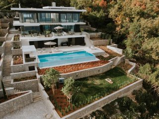Villa Aura - Luxury Pool Villa with 180° view in Croatia