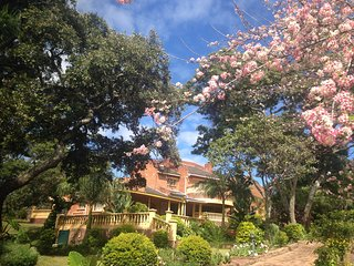Elegant 9 bedroomed hse perched on the hill tops of upmarket Borrowdale, Harare