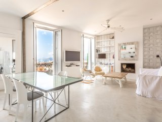 STYLISH 5* BOUTIQUE APARTMENT WITH SEA VIEW