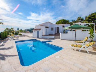 Marcelo well furnished and decorated villa Spain